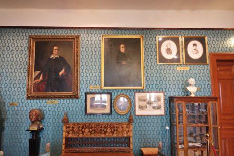 リスト記念館の肖像画と家具