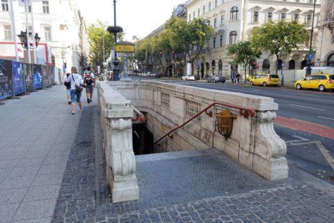 地下鉄1号線の入口