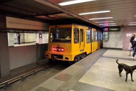 ブダペストメトロ車体黄色