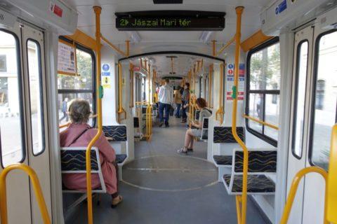 budapest-transport/トラムの車内