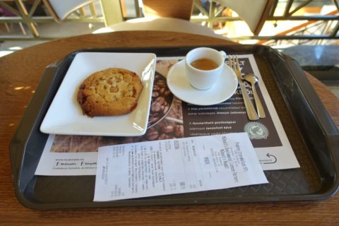 McCafeのコーヒーとクッキー