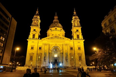 szent-istvan-bazilika/夜のライトアップ