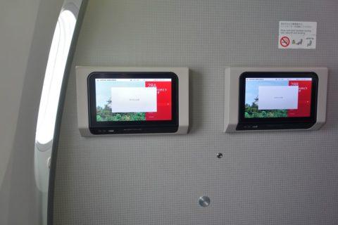JAL国内線B787/バルクヘッドのモニター