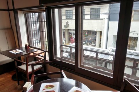 bel-amer-kyoto/窓際の席