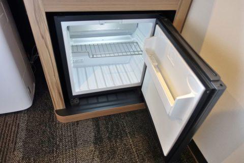 the-b-osaka/部屋の冷蔵庫