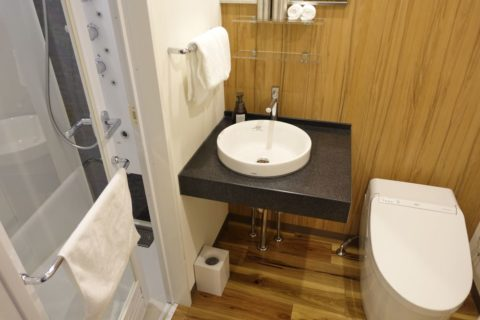 the-b-osaka/洗面所とトイレ