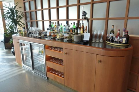 london-cathay-pacific-firstclass-lounge/ドリンクカウンター