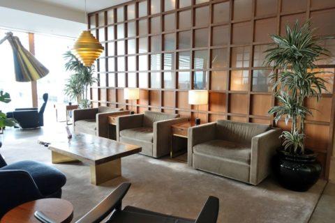 london-cathay-pacific-firstclass-lounge/大きなソファー