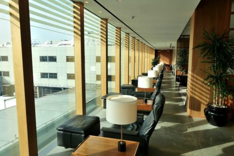 london-cathay-pacific-firstclass-lounge/窓際の席