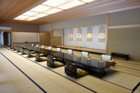京都迎賓館/漆のテーブル
