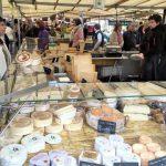 ヴェルサイユ地区で見つけたマルシェで見た巨大なチーズ!