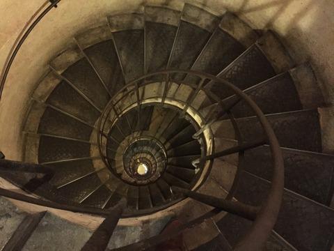 凱旋門の階段の段数を数えてみた (32)