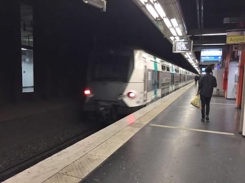 臭い・汚い・暗い パリの地下鉄 (12)