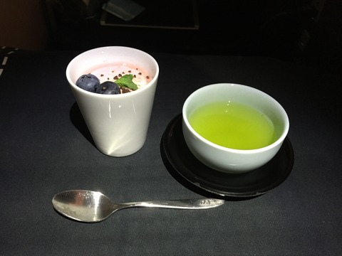JALビジネスクラス機内食ヘルシンキ→成田 (10)