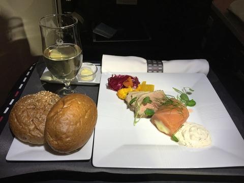 JALビジネスクラス機内食ヘルシンキ→成田 (4)