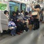 """「西武」「京王」の新型車両""""転換シート""""は6人がけの定着なるか?"""