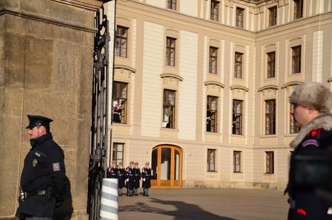 プラハ城「衛兵の交代式」 (8)