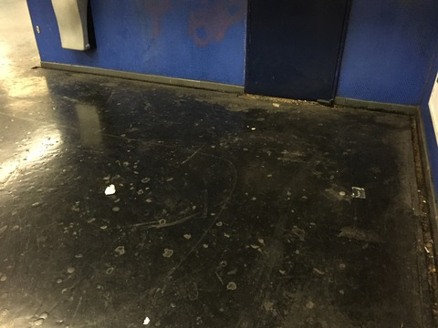 臭い・汚い・暗い パリの地下鉄 (8)