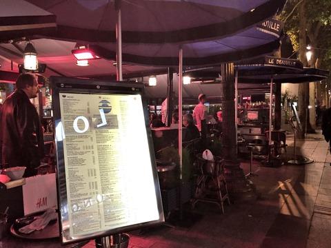 シャンゼリゼ通りの日本語メニュー有りレストランLE DEAUVULLE (17)