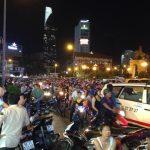 バイクが歩道を走る!ベトナム・ホーチミンの交通事情