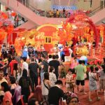 """マレーシア・クアラルンプールで見つけたド派手な""""干支""""に真っ赤な提灯!! 「春節」準備に沸く繁華街の模様"""