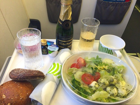 Finnair Businessclass Warszawa 機内食 (1)