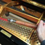 """自宅ピアノの""""調律""""に挑戦!! 素人による内部操作のリスクとは?"""