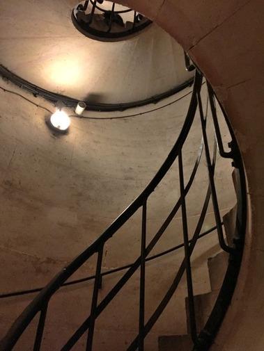 凱旋門の階段の段数を数えてみた (24)
